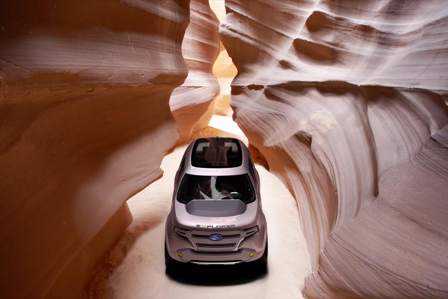 Ford Explorer America Concept nie boi się tankować