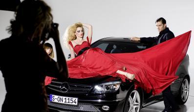Piękna modelka i nowy przystojniak ze Stuttgartu